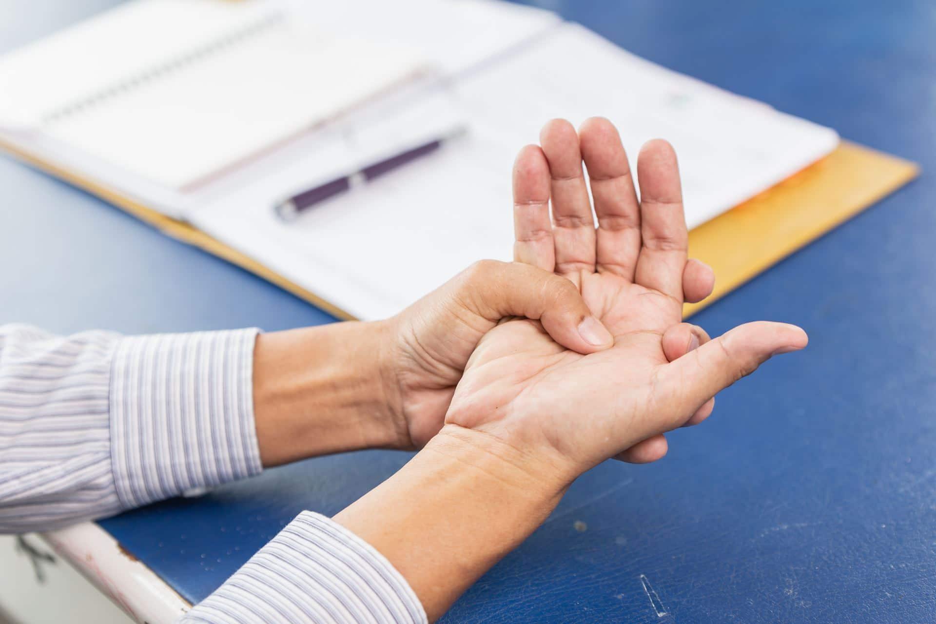 סימנים מוקדמים לפרקינסון - Restart Therapy מומחים בשיקום פרטי בבית הלקוח