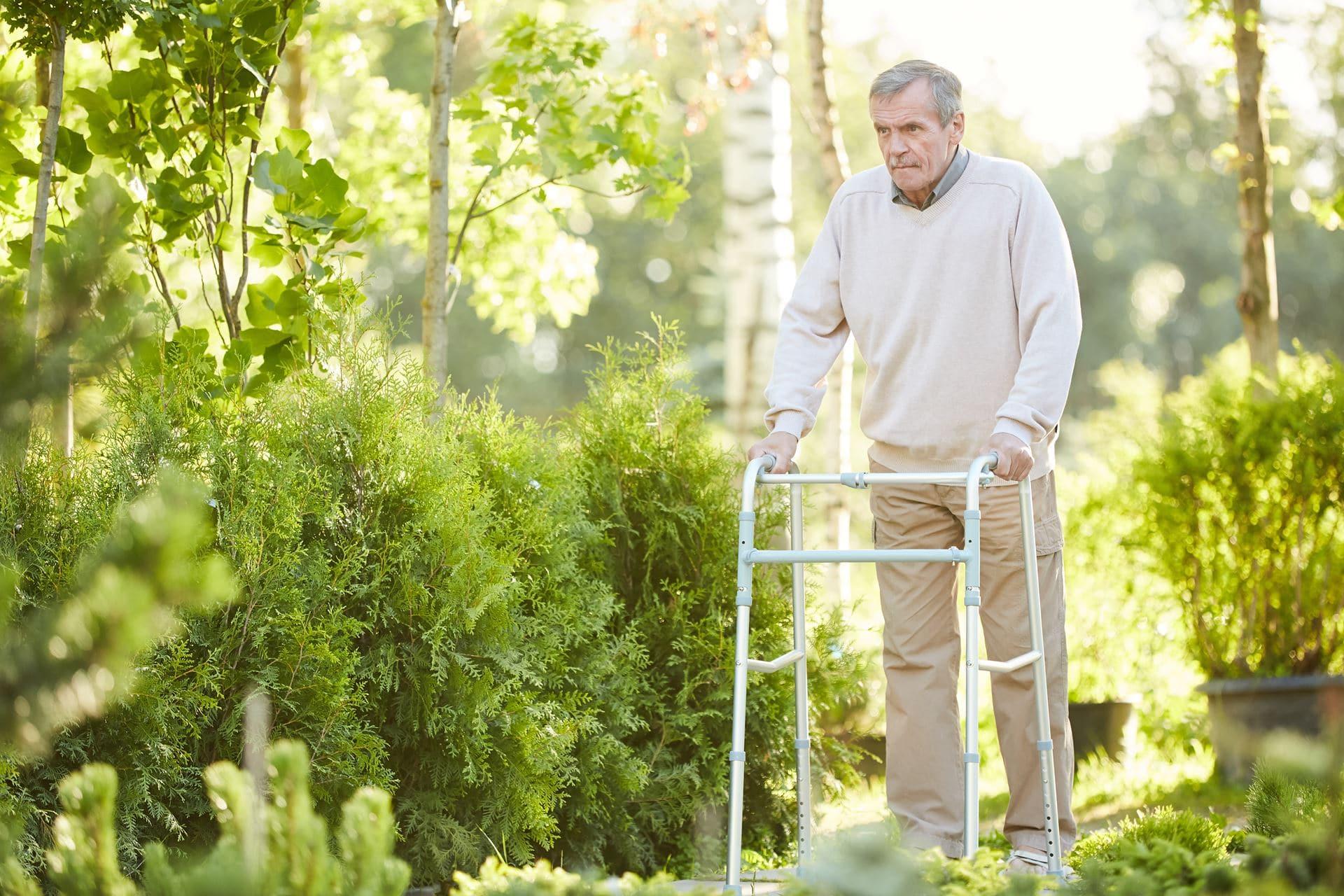 שיקום הליכה מחוץ לבית - Restart Therapy מומחים בשיקום פרטי בבית הלקוח